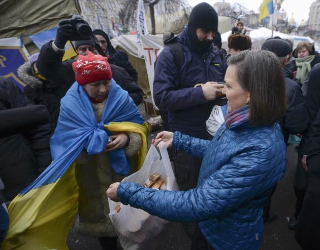 Nuland giving out cookies in Kiev